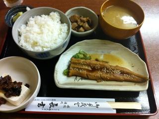 鶴見国道駅近く、長吉の煮穴子