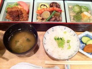 鶴見寿楽のランチ弁当