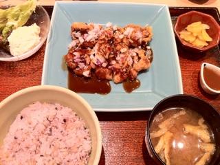 大戸屋の鶏の黒酢香味揚げ定食