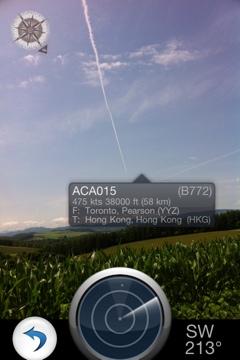 トウモロコシ畑と飛行機雲